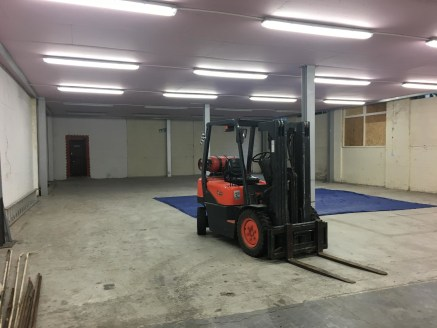 Around 4,000sqft of industrial space is now available on a new lease. Brilliantly located for the A40 and Hanger Lane, this is an ideal spot for any business....