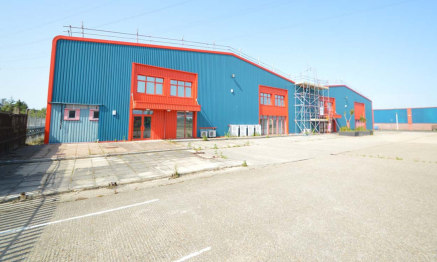 Detached industrial unit to let in Wimborne - 27,000 sq ft<br><br>Internal eaves height - 6.6m<br><br>Ridge Height - 8.75m<br><br>4 loading doors<br><br>3 phase electricity and gas<br><br>Rent &pound;190,000 per annum exclusive of business rates, VAT...