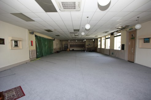 Large Commercial Property  Approx. 880 sq m (9,468 sq ft)