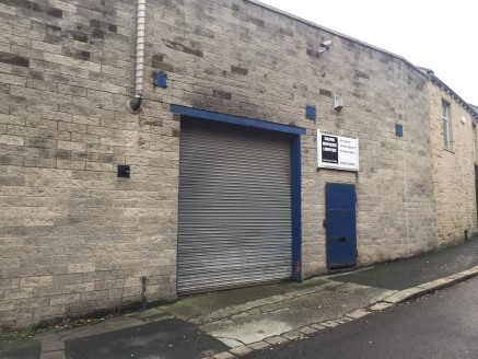The premises briefly comprises a high bay block built industrial unit set in this convenient location on the outskirts of Halifax Town Centre.  The unit benefits from having a solid concrete floor, fluorescent strip lighting, a 3 ton gantry crane and...