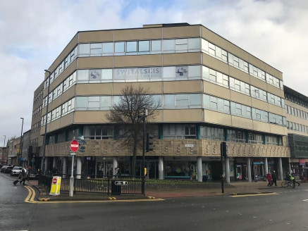The property is a prominent five storey office building with ground floor retail uses. A recently refurbished ground floor reception with commissionaire provides access to the lift lobby and stairwell. Two suites are available capable of being combin...