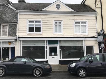 A centrally located double fronted ground floor retail unit with first floor office/ storage space and ground floor kitchen/ WC.