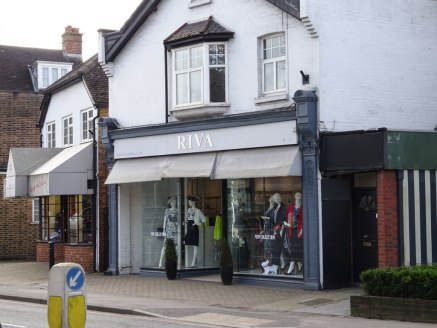 Nicely presented shop to let or freehold available- 950 sq ft