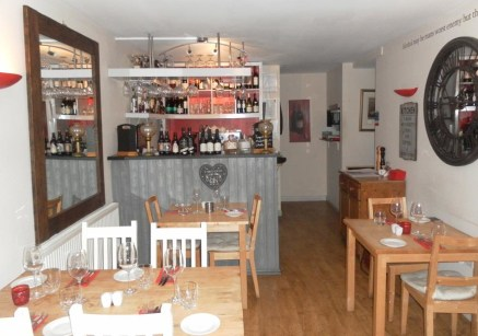 Fully Equipped (A3) Restaurant Located In Stratford Upon Avon For Sale\nLicenced\n5* Food Hygiene\nRef 2327\n\nLocation\nThis outstanding Restaurant is located within a prominent and highly visible trading position on Greenhill Street which is just y...