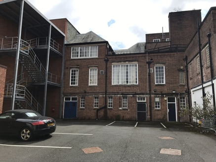 Dudley Police Station provides an excellent freehold residential development site in Dudley town centre, on the junction of New Street and Tower Street, adjacent to Dudley College. The development also offers ample on-street parking and there is a pu...