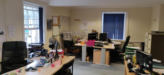 The property consists of first floor office accommodation within a Grade II listed building with access directly onto Hailsham's busy high street. There are various office/meeting rooms which provide flexibility in how the space could be used. The sp...