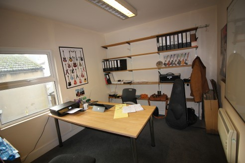 Office suites available on flexible terms inclusive of rent, rates and maintenance costs.