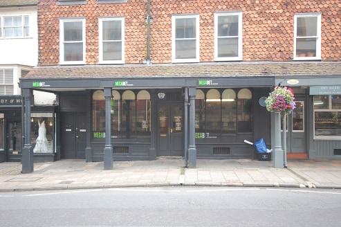 942 sq ft\n\nFORMER BETTING SHOP WITH POTENTIAL FOR RETAIL OR OTHER USES SUBJECT TO PLANNING\n\nThis is a Grade 2 listed building and features a canopy projecting out from the front of the building. The shop has a central doorway with large display w...