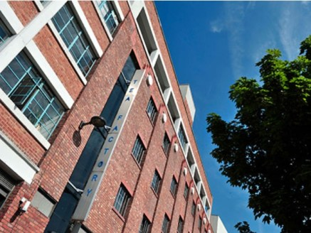 Serviced office in Liveprool, Ropewalks.  This impressive and modern open-plan business centre boasts a location in the heart of thriving Liverpool. A short walk from the station and with ready access to the Baltic Triangle - known as the exciting hu...