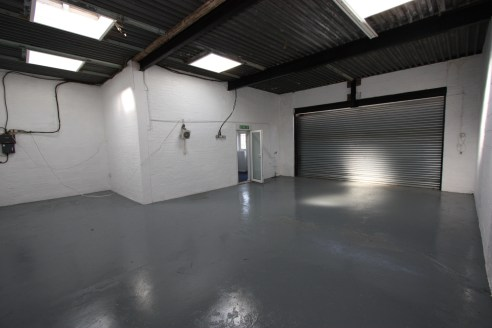 Industrial /Warehouse Unit  Total 98.1 sq m (1,056 sq ft)
