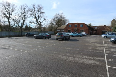 Modern good quality open plan office suite located just off the A33 mid-way between Reading and Basingstoke with car parking and excellent access to both the M4 and M3 motorways.
