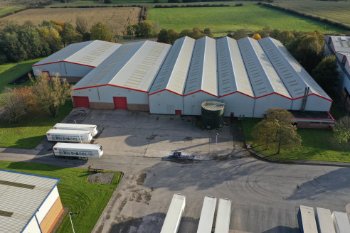 24/7 on-site security, CCTV & gatehouse. New roof installed. Fully sprinklered. Fully heated and lit warehouse. Eaves height up to 8m. 3 dock level & 4 level access loading doors. Loading to two elevations. Opportunity to extend yard to 1.35 acres. P...