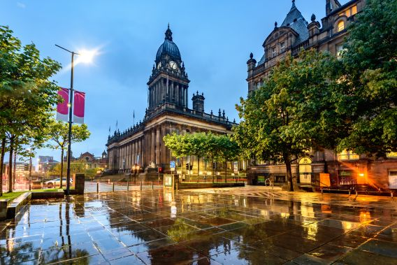 A photo of the exterior of Leeds' Town Hall and the square outside it