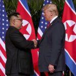Trump & Kim Jong-un Berjabat Tangan di Singapura