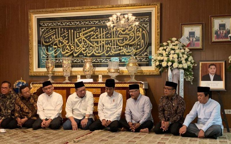 Presiden Jokowi Melayat ke Kediaman Ketua MA