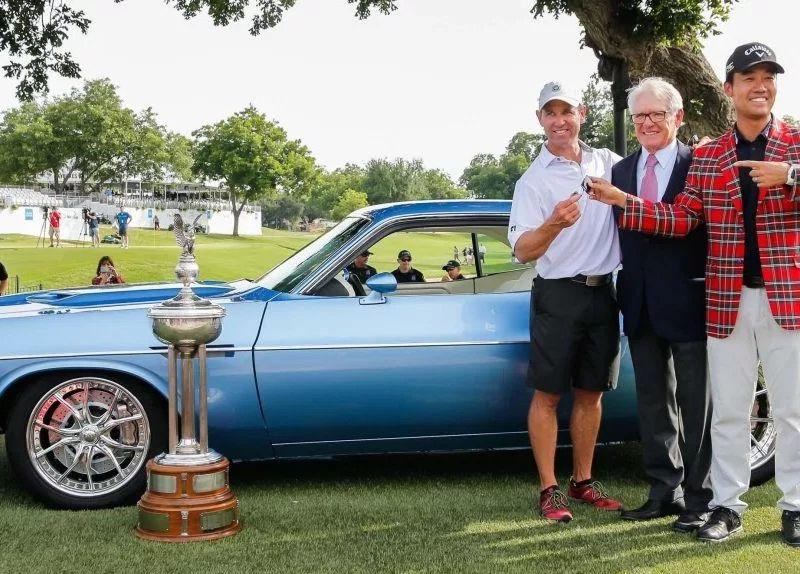 Kevin Na Beri Hadiah Kemenangan Dodge Challenger 1973 bagi sang Caddy