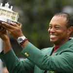 Tiger Woods Terima Trofi Masters … lewat Pos