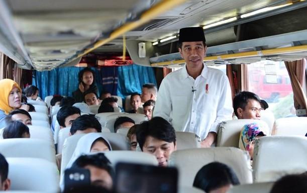 Jokowi Kunjungi Pemudik di Baranangsiang Bogor