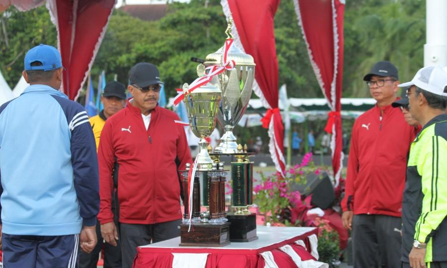 Hatta Ali Buka Kejurnas Tenis Beregu Piala Ketua MA