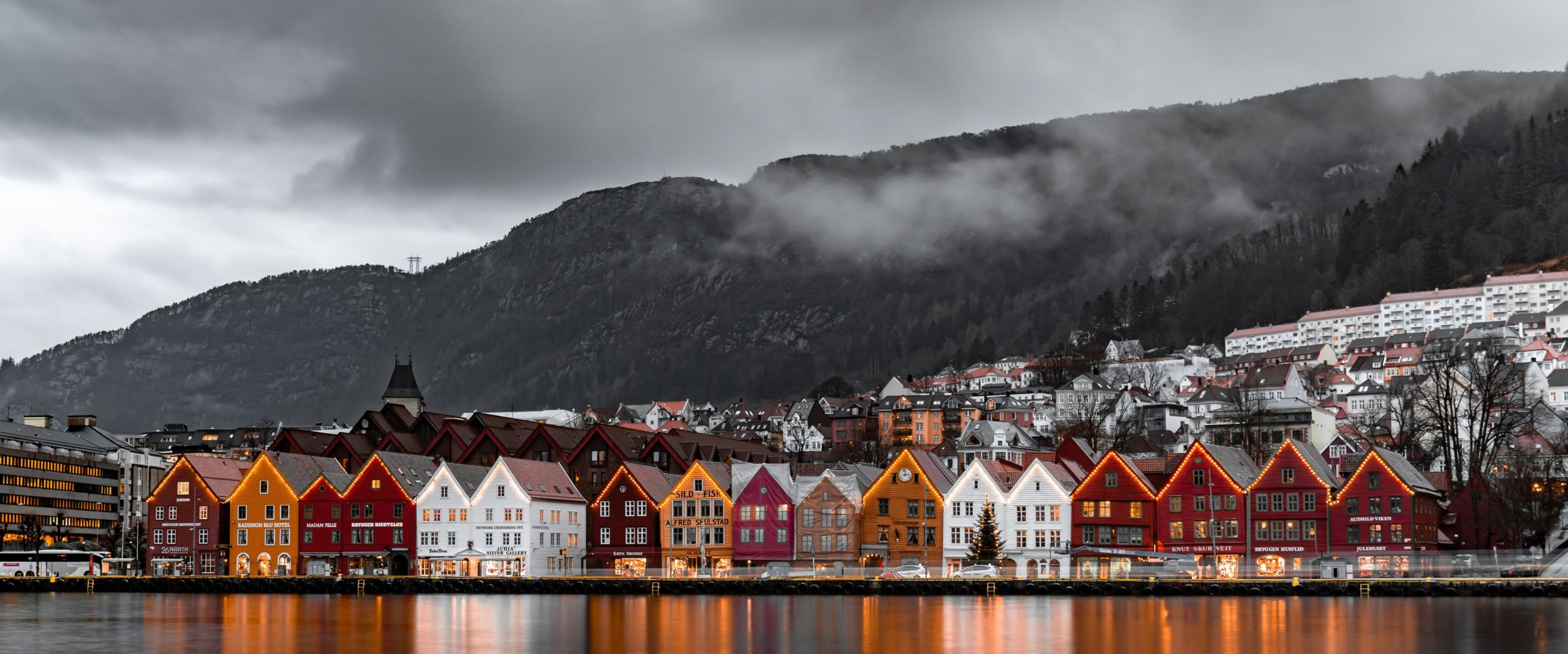 A foggy day in Bergen. Photo: Michael Fousert, Unsplash