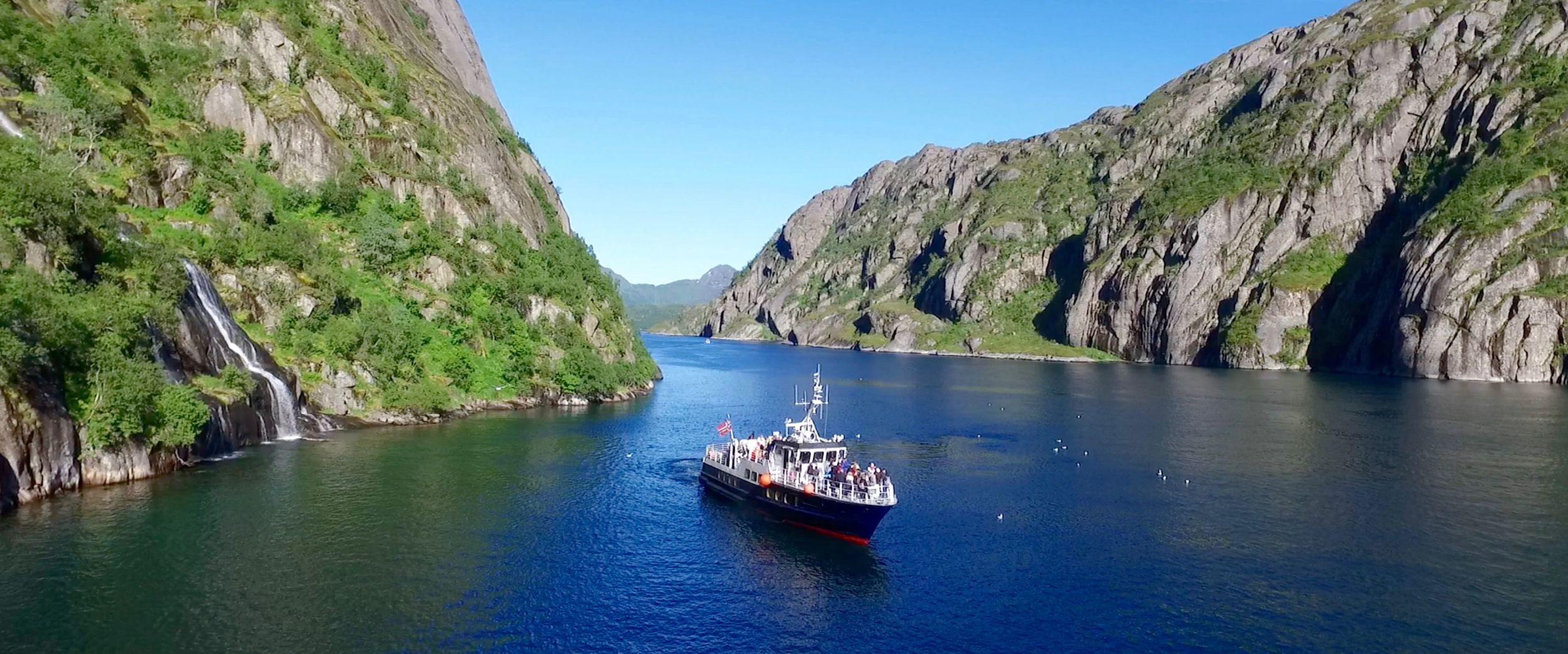 Passasjerbåt i Trollfjorden
