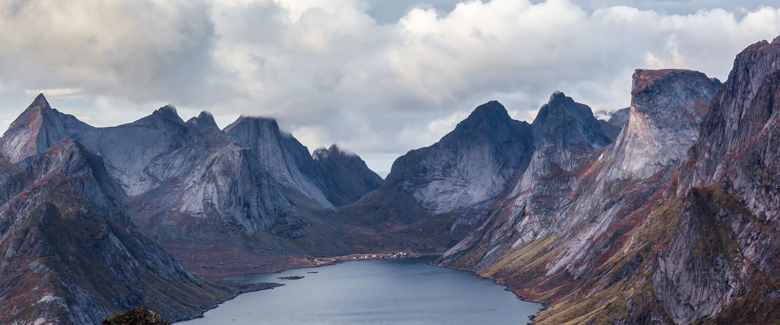 Reine in Lofoten, mountains around a fjord. Photo: Ferdinand Stohr, unsplash