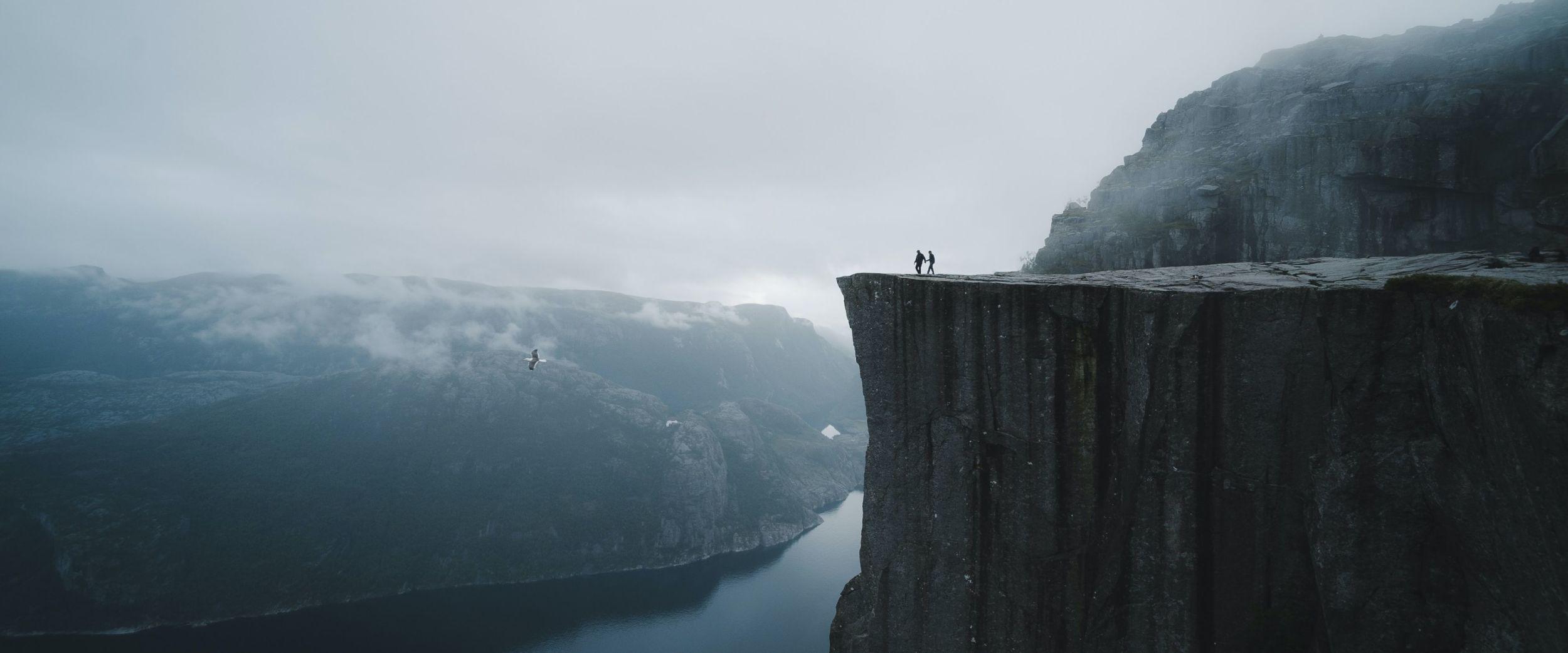 Preikestolen, steep mountain. Photo: Valdemaras, Unsplash