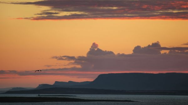 Midnight sun i East Finnmark. Photo: Jarkko Autero, nordnorge.com