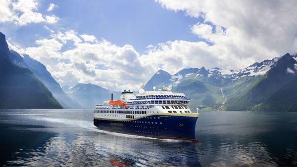 Havila Voyages sailing in the beautiful Hjørundfjorden. Illustration.