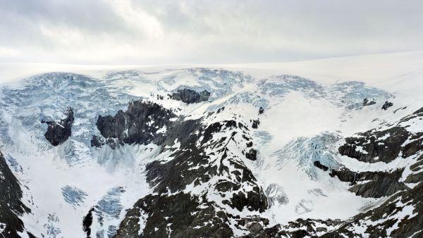 Mountain with glacier. Photo visitnorway.com
