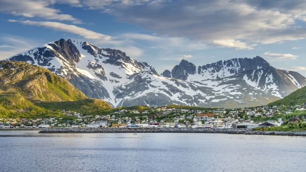 Port of Skjervøy seen from the sea.