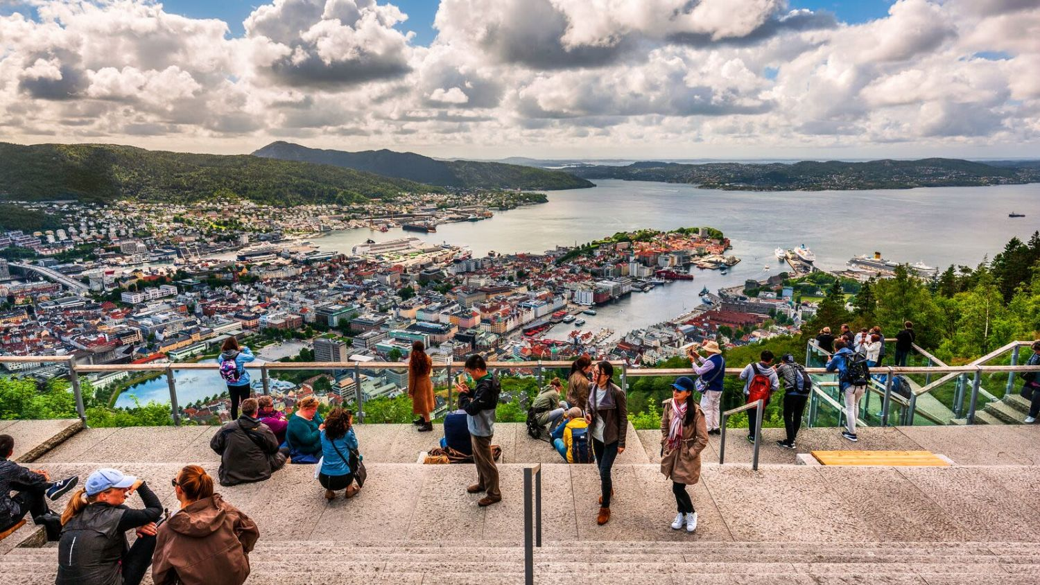 View from the mountain Fløyen above Bergen. Photo: Giovanni Tagini, Visit Norway