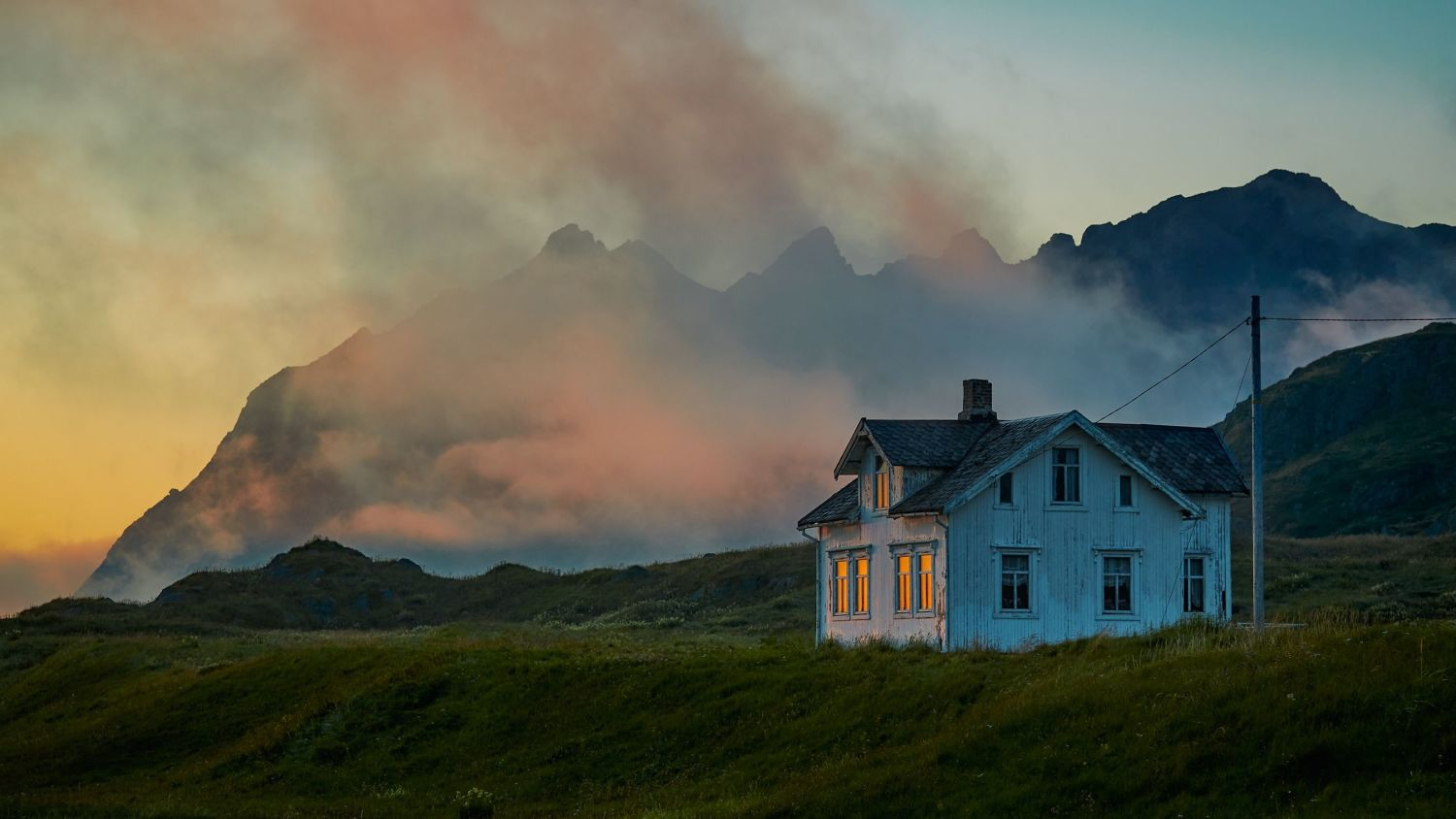 Vacated house in Lofoten. Photo by Vidar Nordli Mathiesen at unsplash.com
