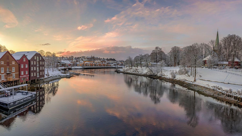 Nidelven in Trondheim in winter sunset.