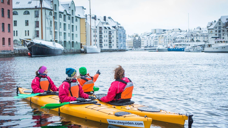 People kayaking in Ålesund in the winter