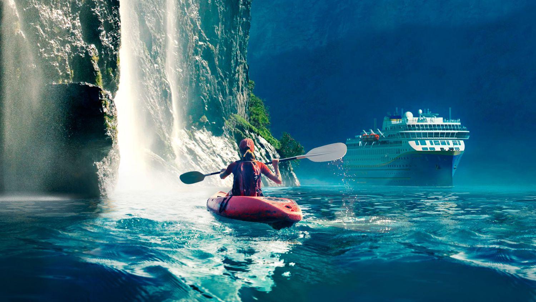 Havila in Geiranger_kayak