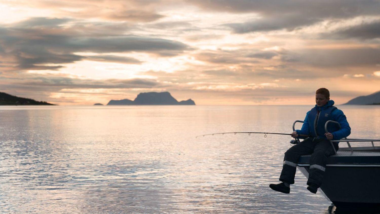 Fishing in the midnight sun i Lyngen, Photo: Alexander Benjaminsen, visitnorway.com