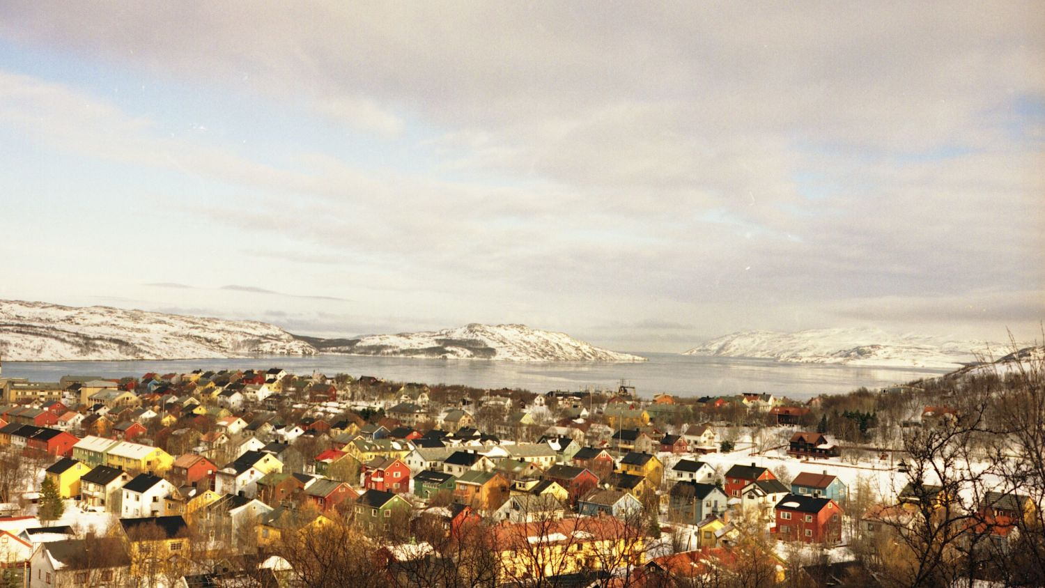 Kirkenes with snow in warm light. Photo: Jørn Tomter, nordnorge.com