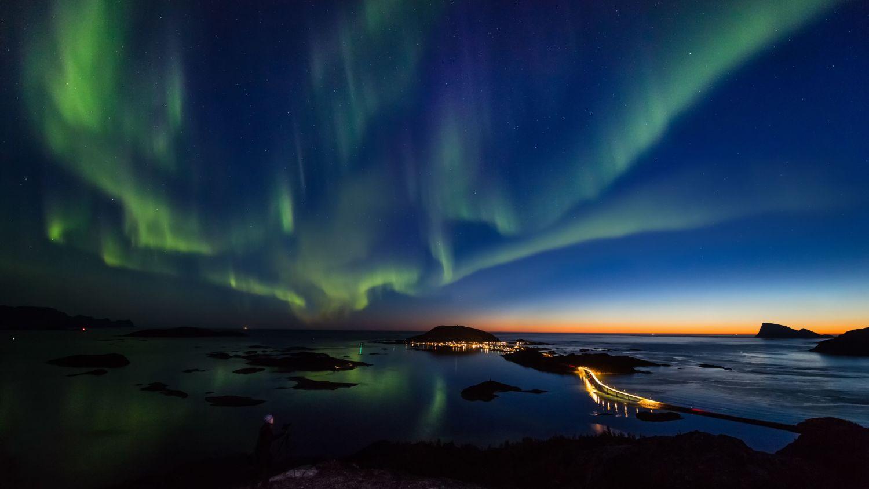 Polar night with northern lights. Photo: Ole C. Alomonsen, visitnorway.com