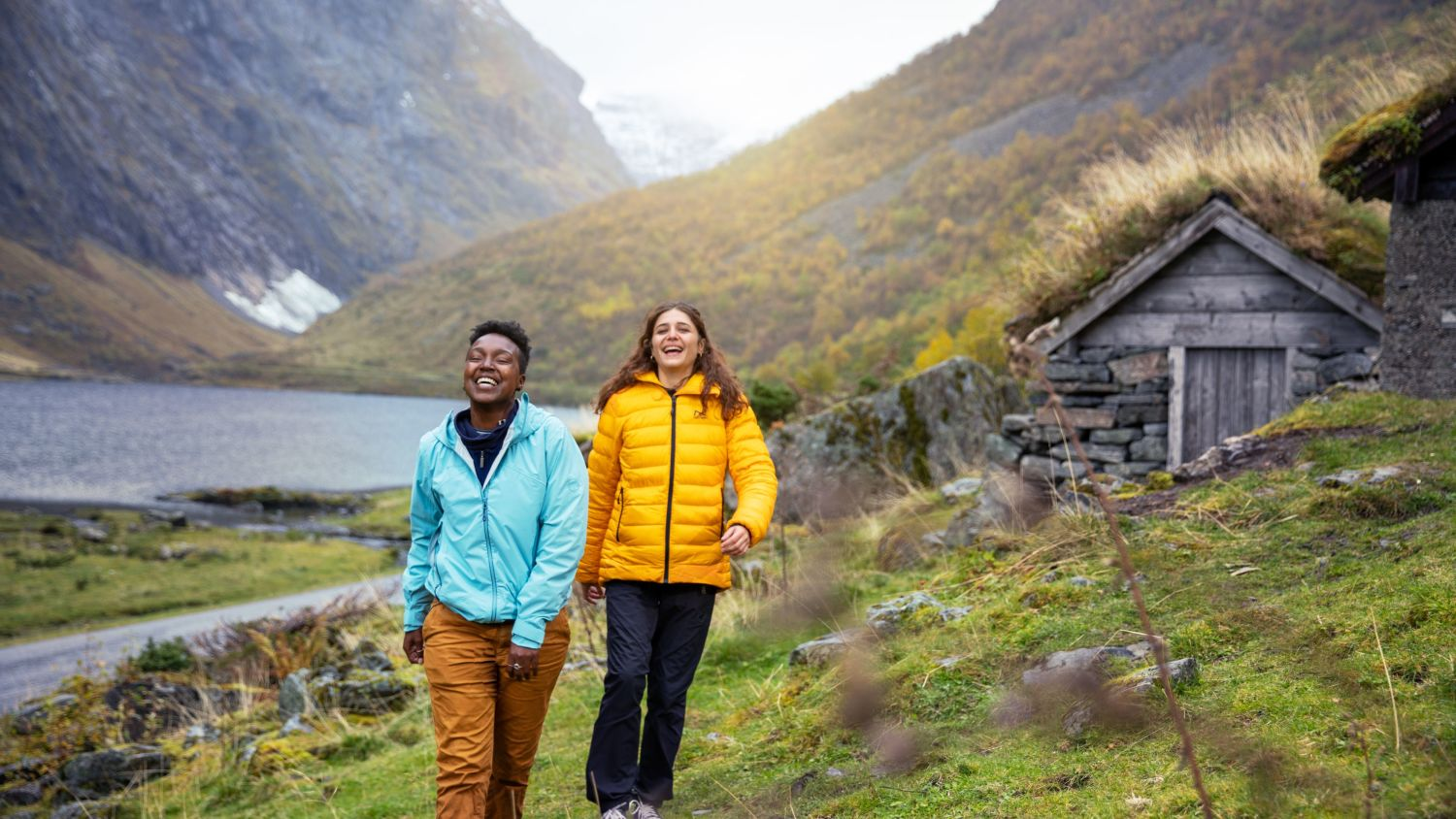 A happy couple in Norangsdalen enjoying the stunning nature. Photo; VisitNorway/FjordNorway