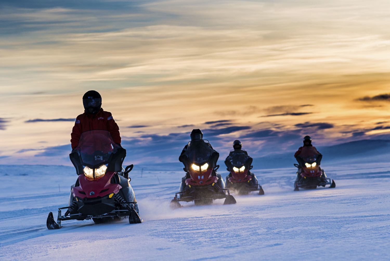 Snowmobiling in the polar night. Photo: Ørjan Bertelsen.
