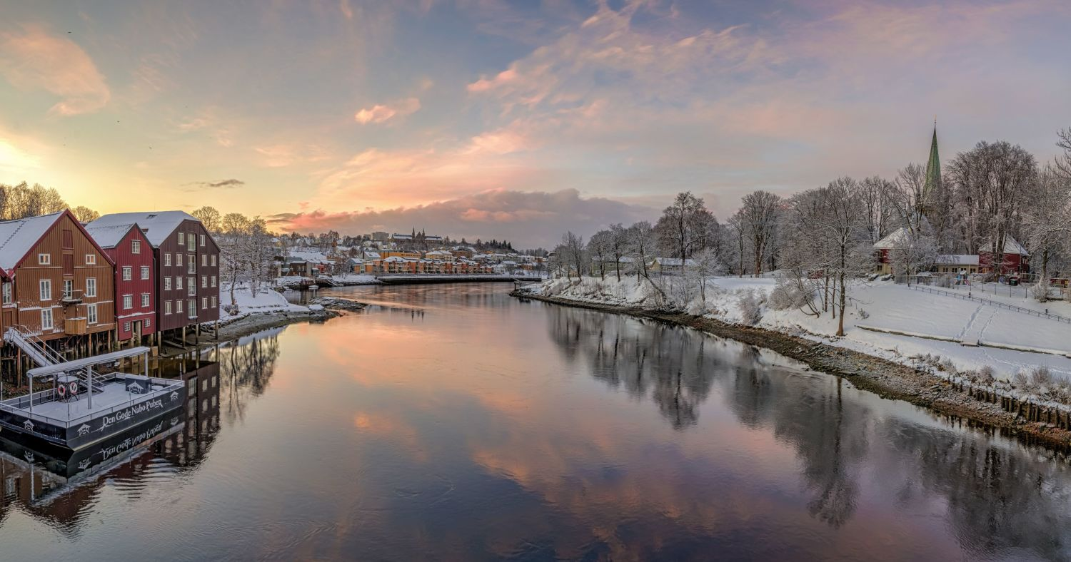 Nidelven in Trondheim in winter sunset.