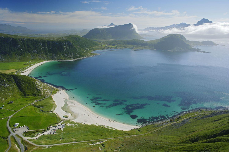 Hauklandstranda, large white beaches and green fields in Lofoten. Photo: Bård Løken, www.nordnorge.com