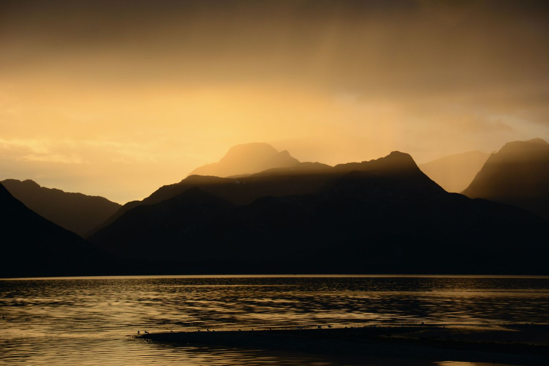 Sunset in Troms, Skittenelv. Photo: Alexander Sinn, Unsplash