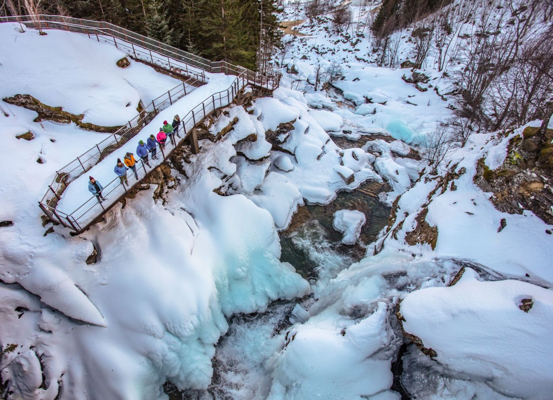 Exciting hike next to frozen waterfalls in Geiranger. Photo: Rune Hagen/Stiftinga Geirangerfjorden verdsarv