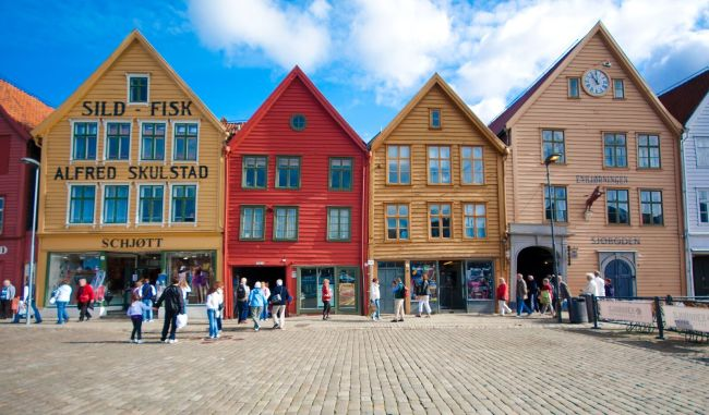 Bryggen, old colourful houses and world heritage. Photo: Visit Norway, Sonia Arrepia.