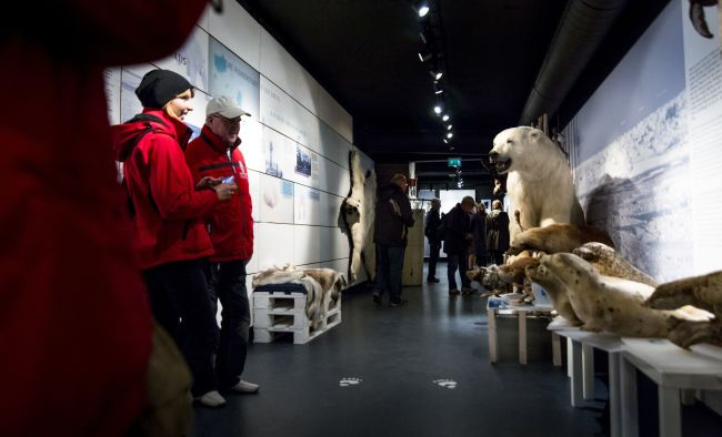 People visiting The Polar Bear Society. Photo: Ziggi Wantuch.