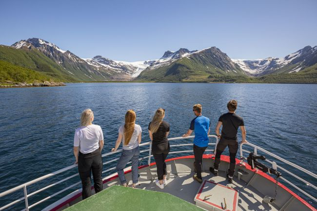 Boattrip to the Svartisen glacier. Photo: Karoline Pettersen, visitbodø, no