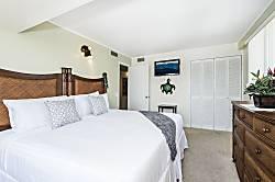 Waikiki Park Heights Ocean & Mauka 1 Bedroom 14th