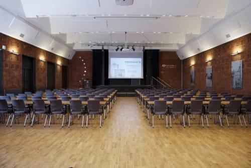 Møte og konferanselokaler - Festsalen tar inntil 220 deltagere i klasseroms-oppsett.